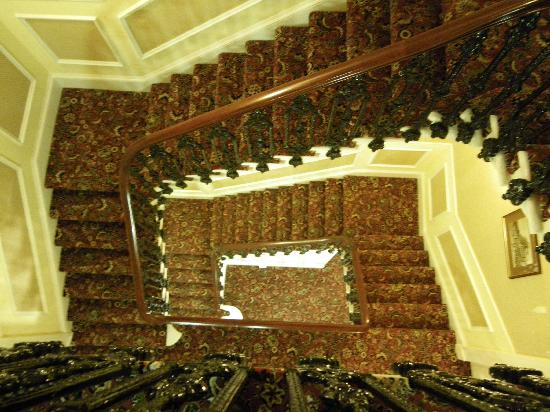 Piries Hotel: Staircase down