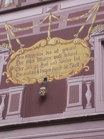 """มัลเฮาส์, ฝรั่งเศส: Mulhouse - Klapperstein, ou """" pierre des bavards"""". Au moyen âge, le quidam convaincu de médisanc"""