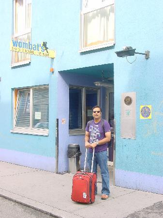 "wombats CITY HOSTEL VIENNA ""The Base"": entrance"