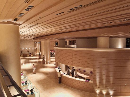 Kempinski Hotel Aqaba Red Sea: Kempinski Lobby from Mezzanine