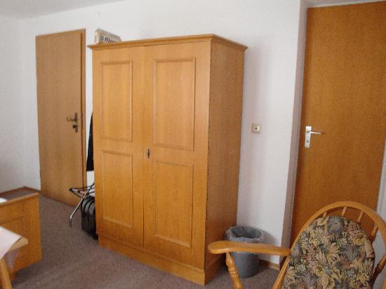 Hotel Königssee: Wardrobe Room 4
