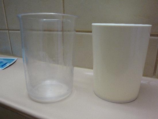 Hotel Königssee: Bathroom cups