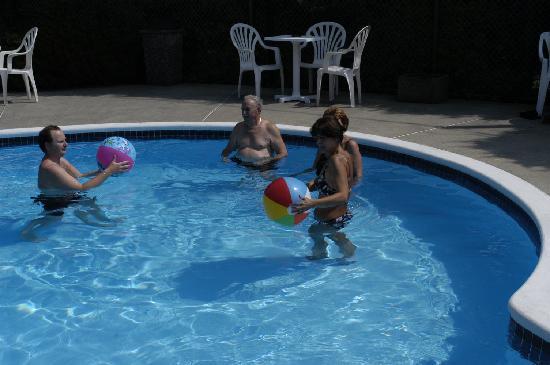 Du Chevalier Motel & Suites : Pool