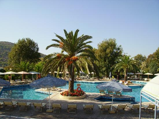 Vravrona, Grecia: La piscine