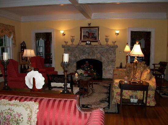 Pinebrook Manor B&B Inn: the gathering room