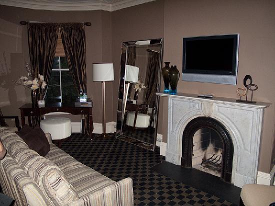 Clarendon Square Inn: The living area