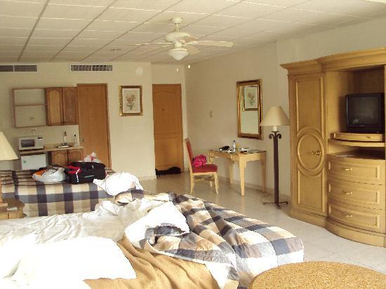 Las Cumbres Hotel & Water Park: Otro angulo de la habitacion.