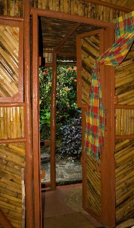 Tia Bamboo Cottages: Cottage
