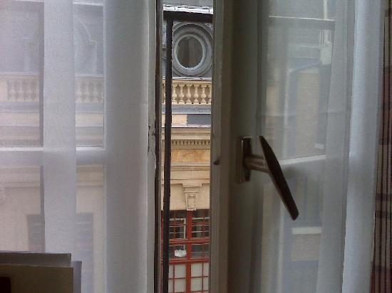 Hotel de Fleurie: Out my window, charming