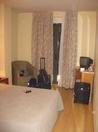 Hotel Torre del Clavero: General view of the room.