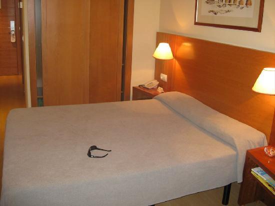 Hotel Torre del Clavero: Bed.