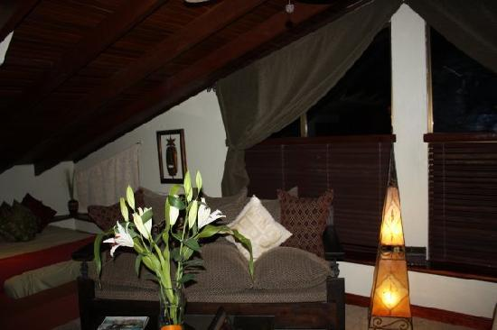 Casa Bella Rita Boutique Bed & Breakfast: Canopy Room with additional sunken bed on opposite side