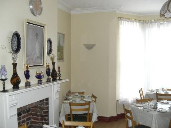 Marlborough Guest House: Dinning room inside Marlborough House Hotel