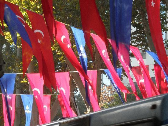 Istanbul Amedros Home: banderas al viento
