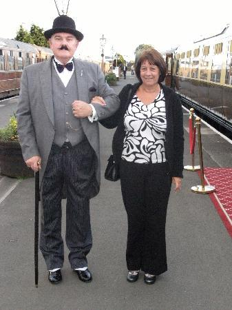 Kidderminster, UK: Su and Poirot