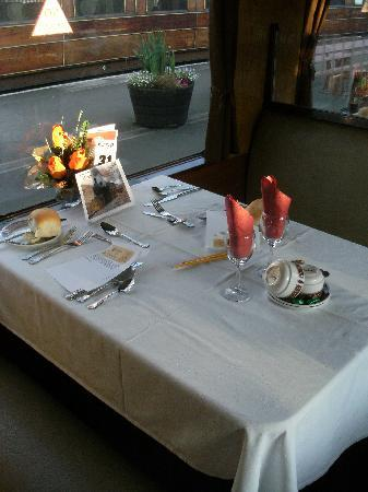 Kidderminster, UK: Nice table