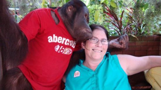 สวนเสือศรีราชา: Kissed on our first date!