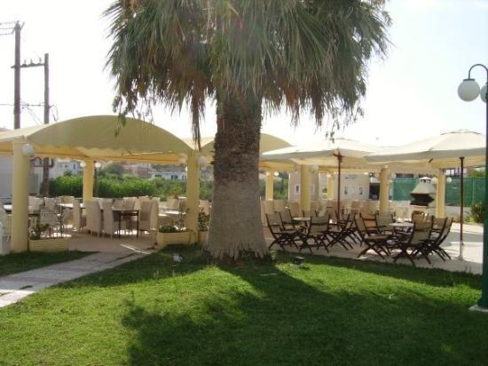 """Dimitra Hotel : La """"salle à manger"""""""