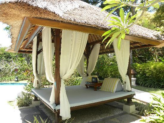 The Laguna, a Luxury Collection Resort & Spa: Poolside bed - must pay a