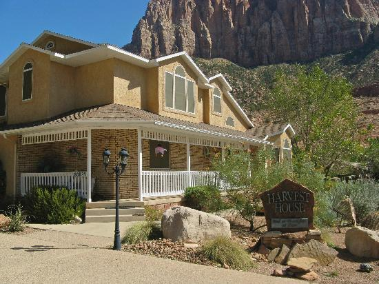Harvest House Bed and Breakfast: Harvest House B&B and the Watchman