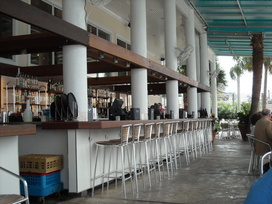 Bluewater Waterfront Grill: The outdoor bar