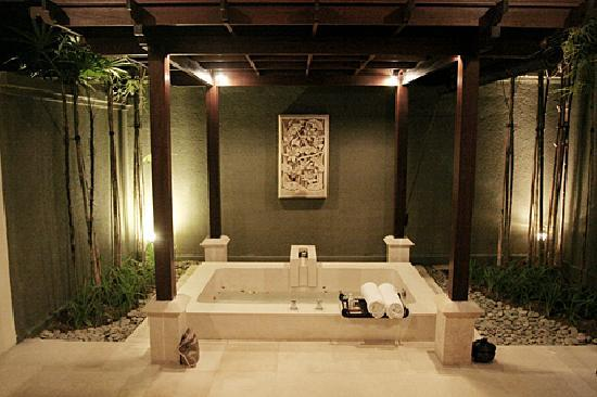beautiful bathtub - picture of the ulin villas & spa, seminyak