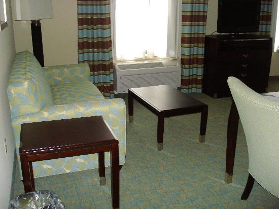 Hampton Inn & Suites Crawfordsville: left side side of room after bar area