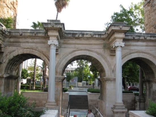 Hadrians Gate, Antalya - Picture of Antalya, Antalya ...