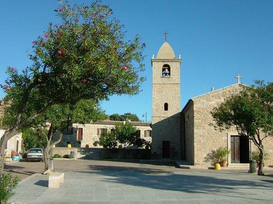 Papillo Hotels & Resorts Borgo Antico: Church at San Pantaleo Square