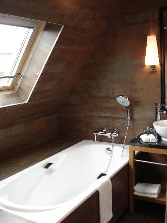 Hotel Le Six: le six junior suite bathroom