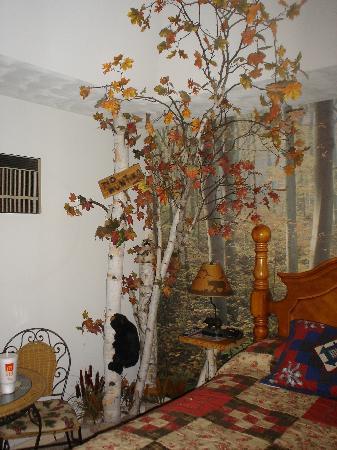 Bear Cove Inn: King Forest Room
