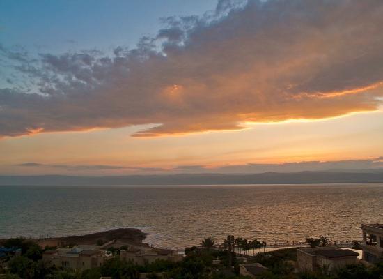 Kempinski Hotel Ishtar Dead Sea: Sunset over Dead Sea from our room
