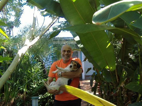 Secret Garden Iguazu B&B: John and his dog