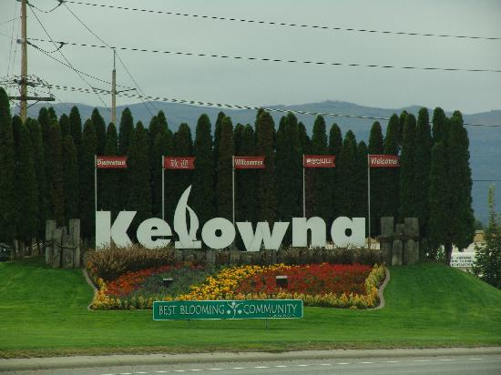 Grey Gables Bed & Breakfast: Kelowna Entry