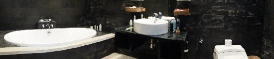 Aria Exclusive Villas and Spa: Panoramic viw of our bathroom