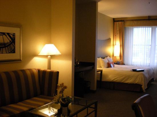Hampton Inn & Suites Ogden : Large guestroom