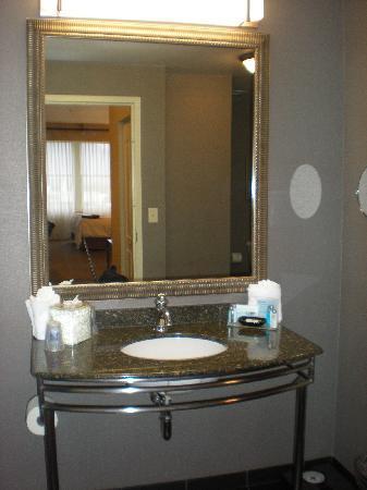 Hampton Inn & Suites Ogden : Vanity