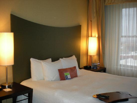 Hampton Inn & Suites Ogden : Bed
