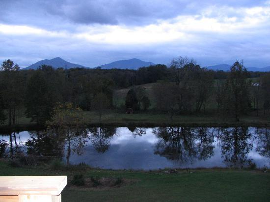 Vanquility Acres Inn: A View of the pond and mountains from her deck