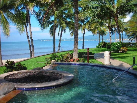 Villa del Palmar Flamingos: jacuzzi and beach