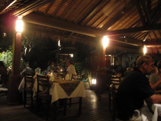 Poppies Restaurant : outdoor dining