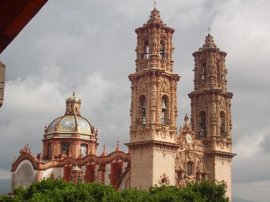 Foto de Hotel Agua Escondida, Taxco: Iglesia Santa Prisca ...