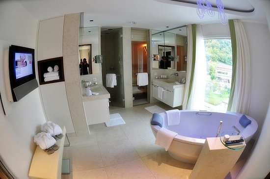 Grand Hotel Hof Ragaz: Bathroom - Spa Loft Superior Quellenhof Bad Ragaz