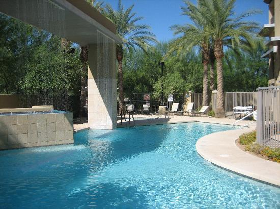 Holiday Inn & Suites Scottsdale North - Airpark : Nice pool and Spa ..see the waterfall?