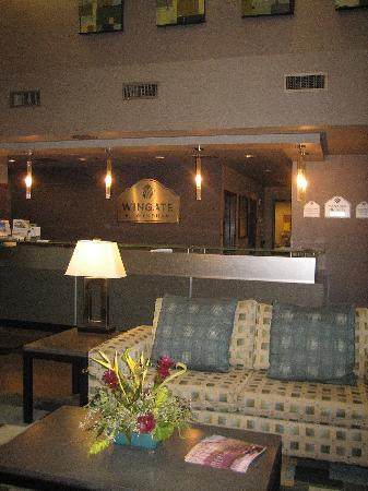 Holiday Inn & Suites Scottsdale North - Airpark: Cool lobby