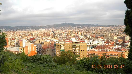 Hotel Miramar Barcelona: The city from the park outside the hotel