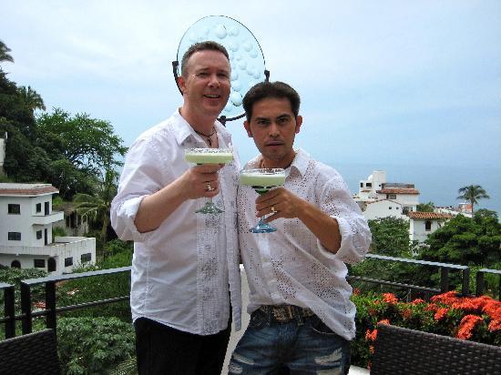 Casa Cupula: Cheers!