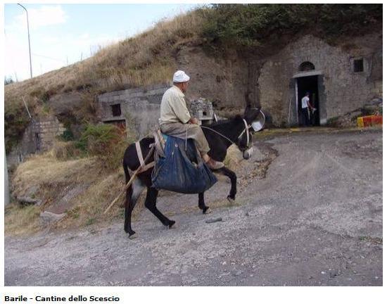 Barile, Itália: Un tipico luogo scavato nella roccia