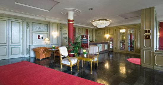 Kultur- und Kongresshotel Pfiffelbach: Das Foyer