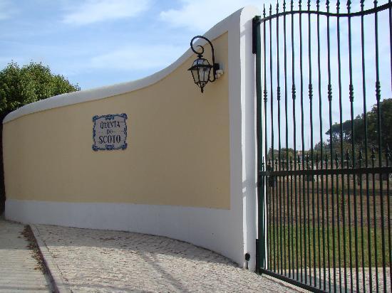 Quinta do Scoto: entrance gate